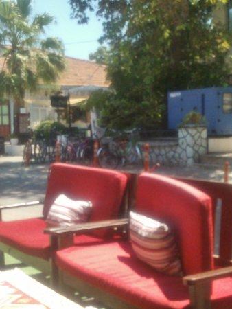 LT's corner cafe