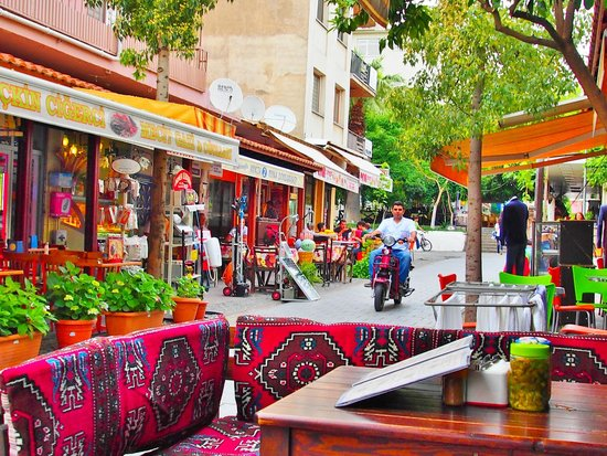 Urkmez Hotel: great restaurants are really close