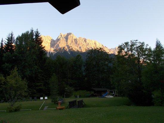 Alpenhof Grainau: Sunset over the mountains