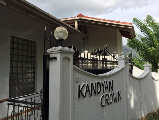 Kandyan Crown Hotel: The entrance