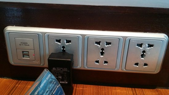 Radisson Blu Cebu: International socket and usb cable