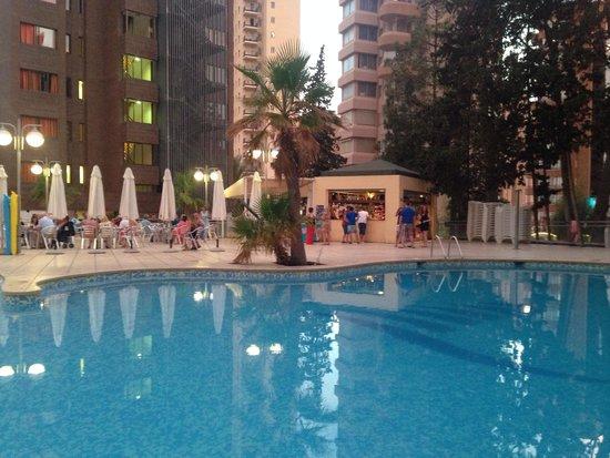 Apartamentos Levante Beach: Swimming pool/entertainment