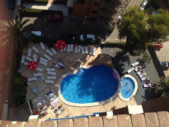 Apartamentos Levante Beach: Pool