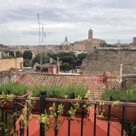 The Inn At The Roman Forum : View from the top terrace