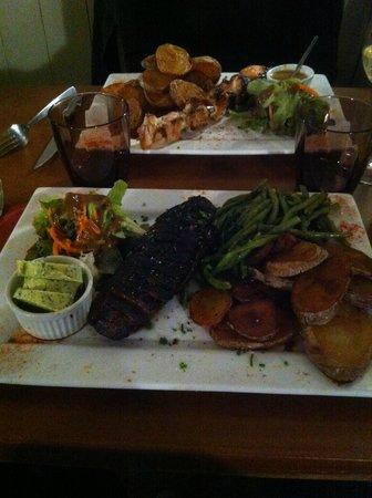 Le Chaudron : Magret de canard et brochette de poulet