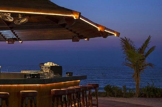 Dubai Marine Beach Resort and Spa: Bar/Lounge