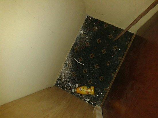 Grand Hotel Vanvitelli: Questo è qunto trovato nell'armadio