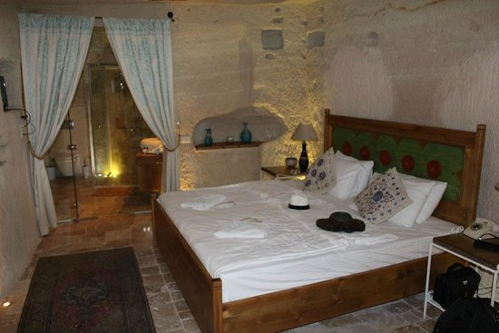 Azure Cave Suites: Our Room
