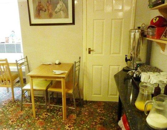 Llwynygog Guest House: Basement breakfast room