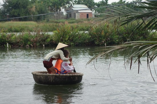 Heaven and Earth Bicycle Tours: Trying out the basket boat