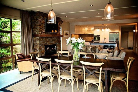 Eichardt's Private Hotel: Dining To Kitchen Afternoon