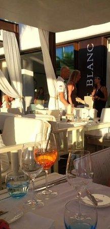 port blanc picture of port blanc restaurant bar palma de mallorca tripadvisor. Black Bedroom Furniture Sets. Home Design Ideas