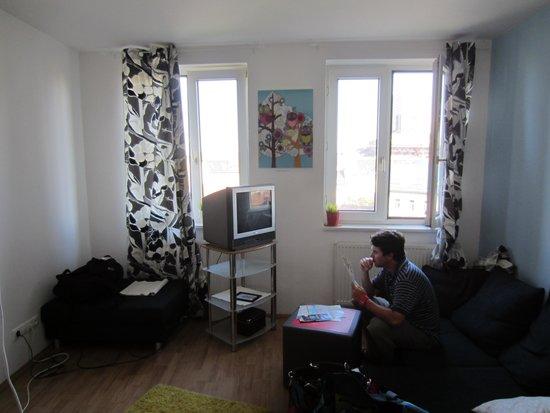 Freddie next to Mercury: Large living room. Room 43