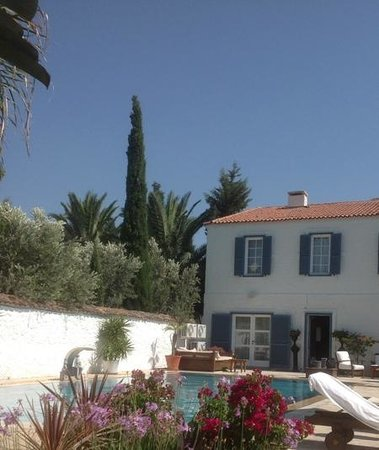 BeyEvi Hotel: Pool area