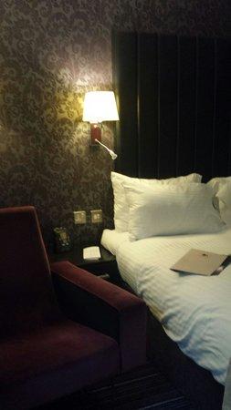 DoubleTree by Hilton Bristol South - Cadbury House : Bedroom