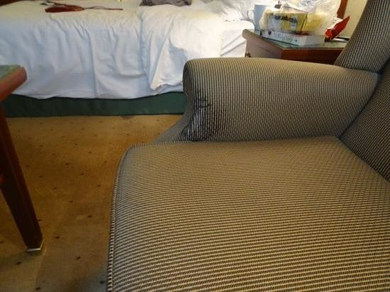 Radisson Blu Royal Hotel, Brussels : same in room 332 and stains on the carpet