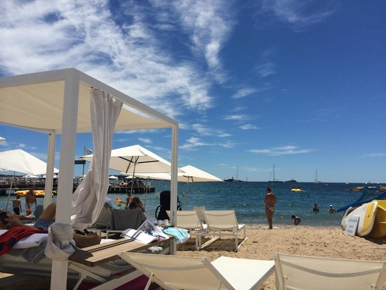 Majestic beach picture of hotel barriere le majestic for Hotels barriere