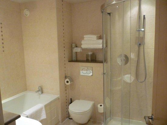 Lanhydrock Hotel and Golf Club : lovely bathroom