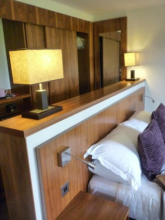 Lanhydrock Hotel and Golf Club: room
