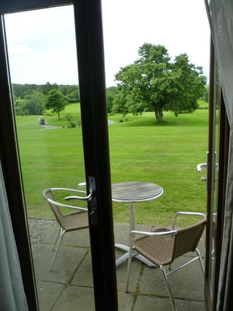 Lanhydrock Hotel and Golf Club : little patio just outside the room