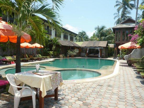 World Resort Bungalow : Бассейн