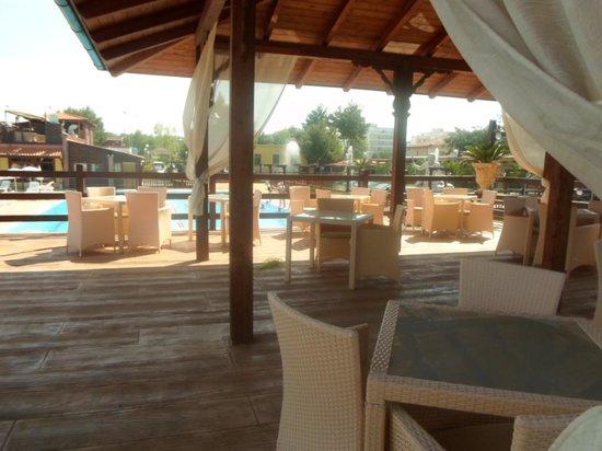 Poseidon Beach Village: Panoramica dalla zona di conversazione sopraelevata