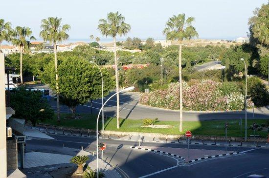 Basilica Holiday Resort: вид на автовокзал