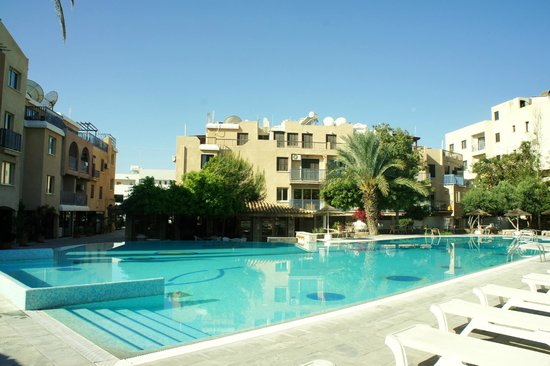 Basilica Holiday Resort: бассейн
