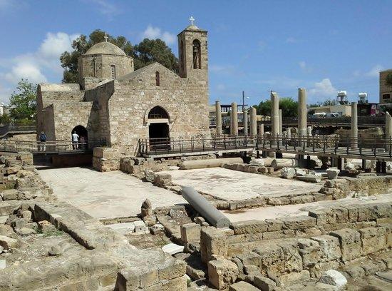 Basilica Holiday Resort: церковь