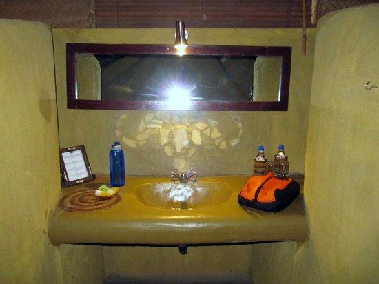 Olduvai Camp: Salle de bains