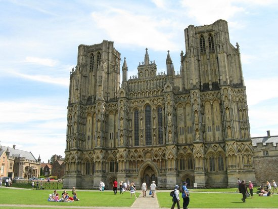 Wells Cathedral: Outside of the cathedral.