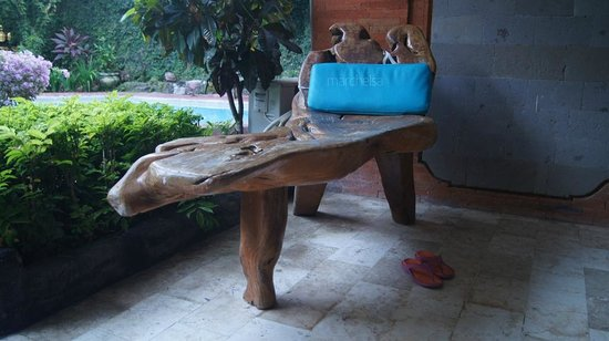Puri Wisata Bungalows: Unique wooden chaise