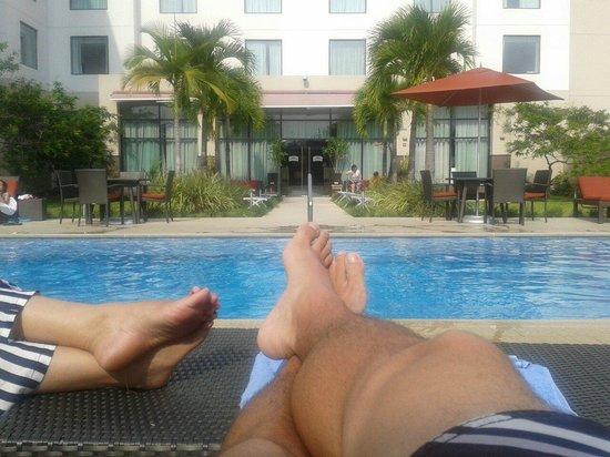 Courtyard Panama at Metromall Mall: Disfrutando en la piscina