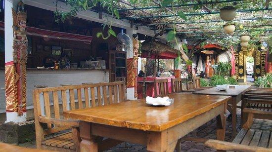 Puri Wisata Bungalows: Dining area
