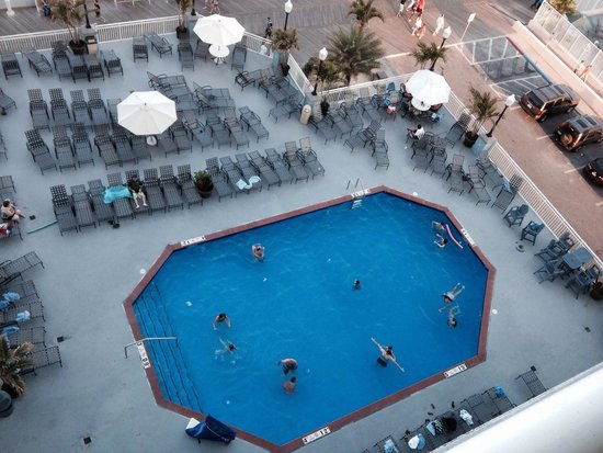 Holiday Inn Hotel & Suites Ocean City: This is the second of 2 outdoor pools.  There is an outdoor bar right around the corner with wal