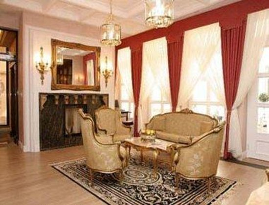 Ramada Hotel and Suites Vilnius: Lobby