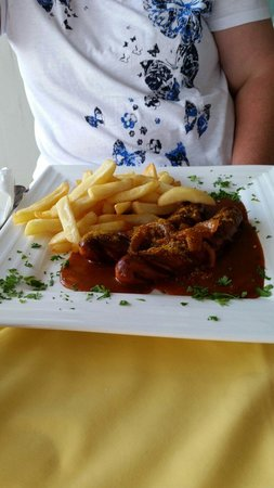 Le Buffet: Sausage and chips