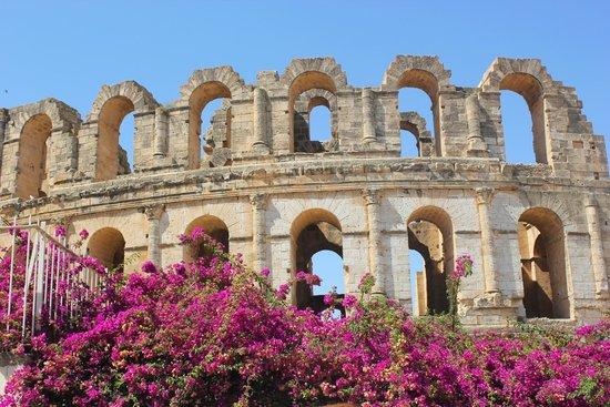 El Jem Amphitheatre : подходим...