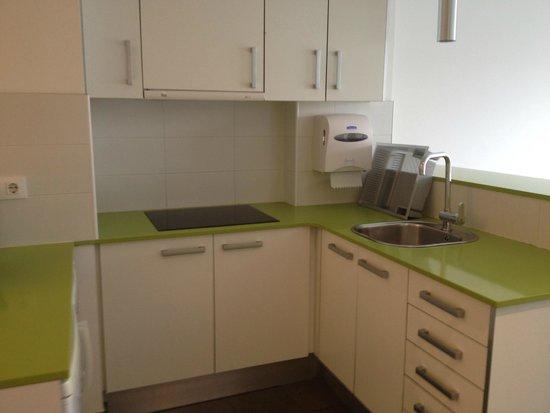 08028 apartments: Kitchen