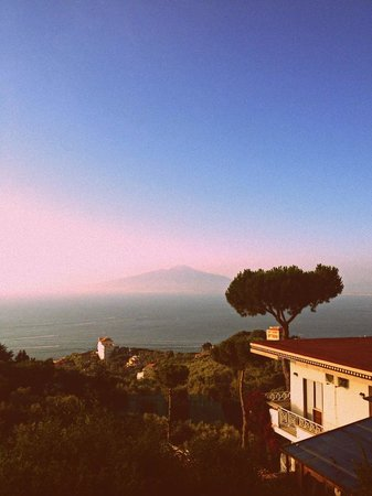 Il Nido Hotel Sorrento : sunset and vesuvius
