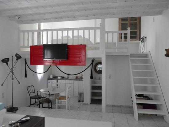 Almyra Guest Houses : mezzanine