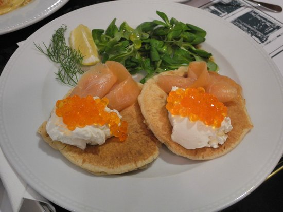 A Blikle: Pancakes with red caviar