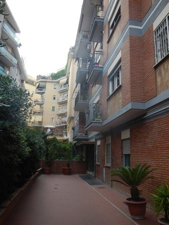 Le Fate Apartments: the acces to the appartment building