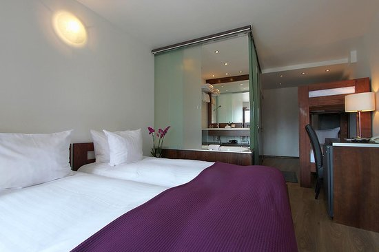 Central Hotel Verbier : Standard quad room with balcony