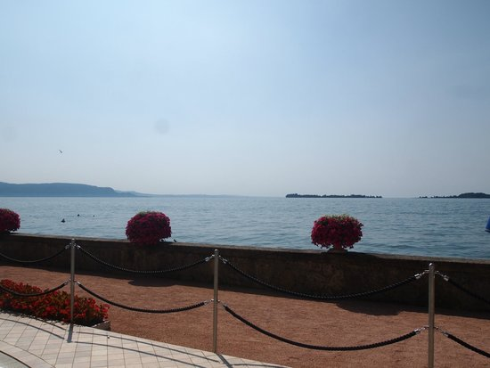 Grand Hotel Gardone Riviera : view of the lake