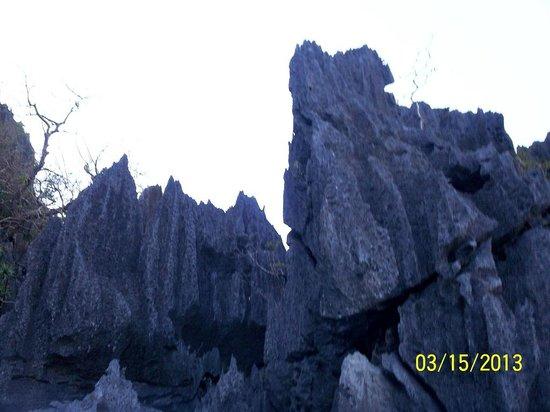 Barracuda Lake: rock formation near the lake