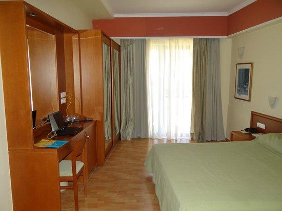 Hydramis Palace Beach Resort: Спальная комната в номере