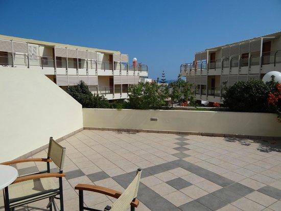 Hydramis Palace Beach Resort: Терраса номера