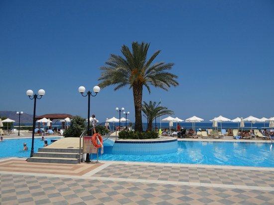 Hydramis Palace Beach Resort: Бассейн
