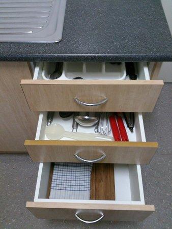 Waterview Apartments: Kitchen utensils
